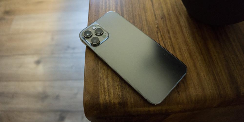schutzfolie-rückseite-iphone-12-test