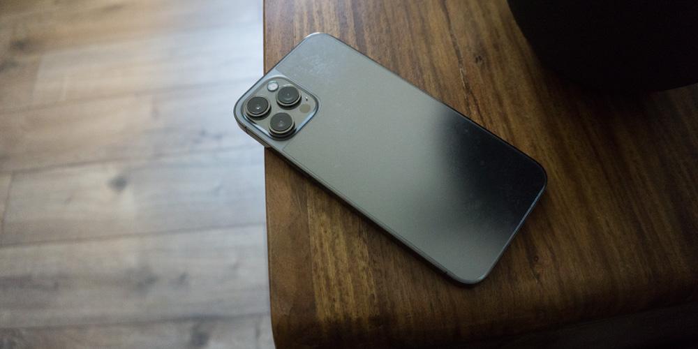 smart-engineered-schutzfolie-iphone-12-rückseite-test-2